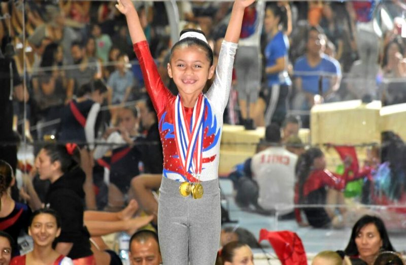 Pequeña gimnasta machalina se llevó los oros y las miradas en torneo disputado en Santiago