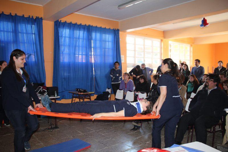 Docentes del Colegio Gabriela Mistral reciben conocimientos sobre primeros auxilios