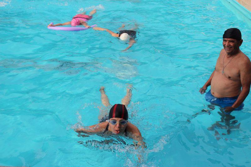 Cursos de natación para personas con capacidades diferentes se realizan en las piscinas de Rancagua