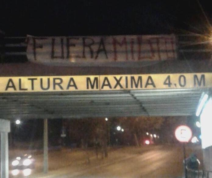 Carteles que piden salida de Milito aparecen en Rancagua
