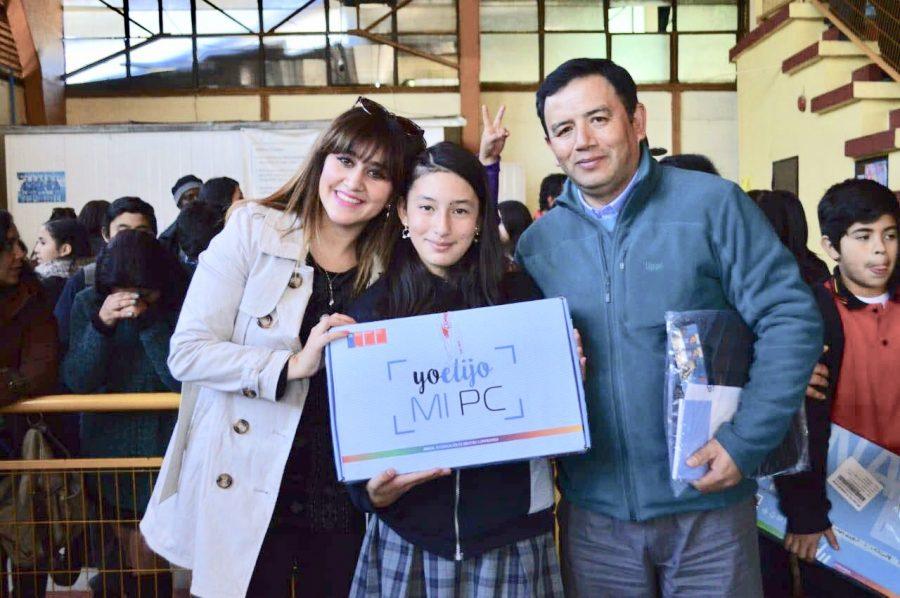 Más de 220 alumnos de Machalí recibieron su computador de regalo