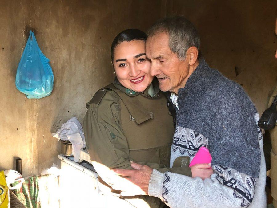 Carabineras de Machalí ayudan a abuelito que vive en situación de abandono