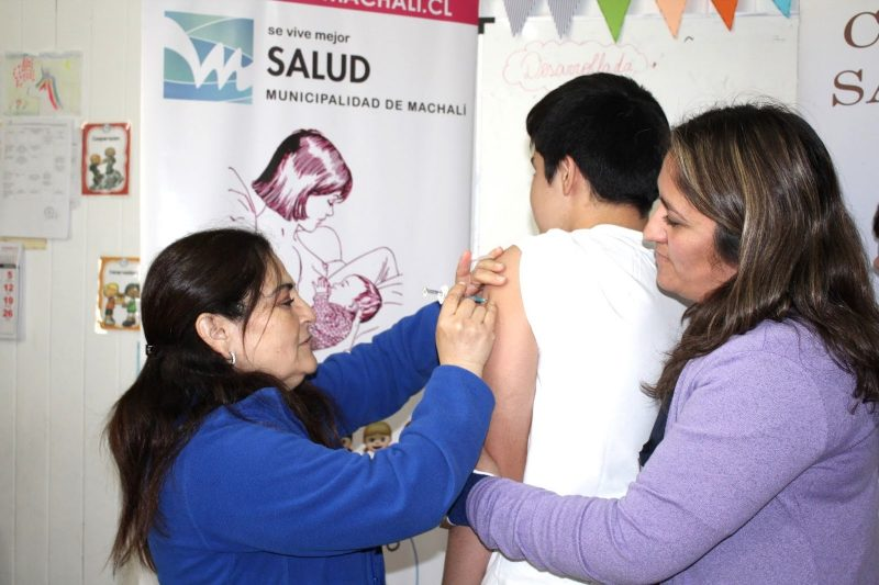 Salud Machalí comenzó la vacunación escolar