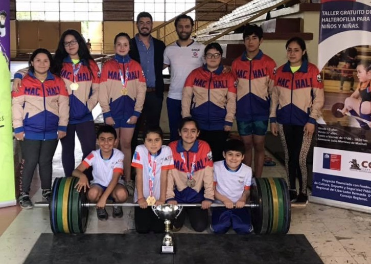 Machalinas son campeonas nacionales en Halterofilia