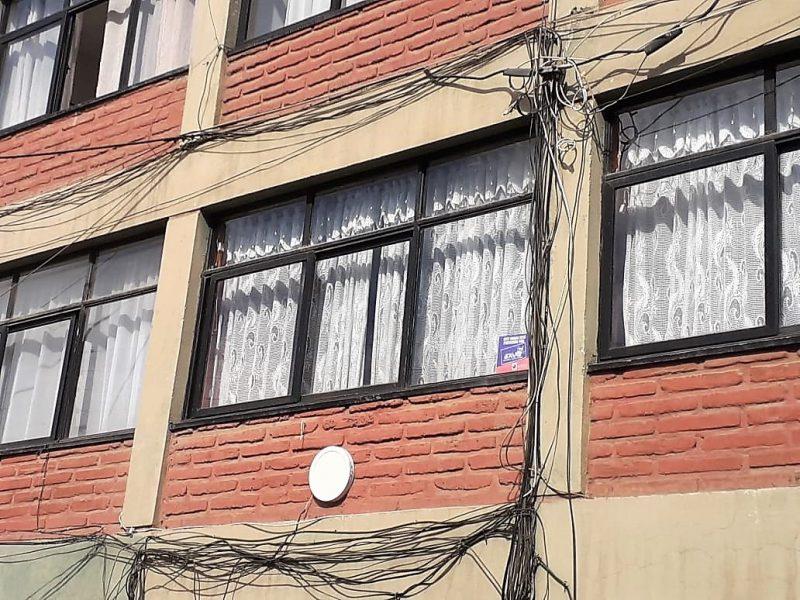 Rancagua: retiran cables en desuso desde departamentos