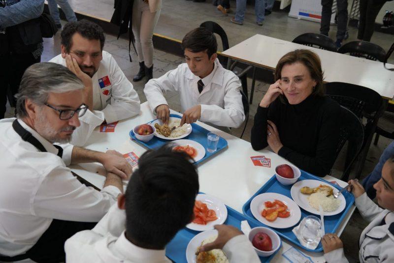 Fin de la bandeja escolar: estudiantes almorzarán en platos como en sus casas