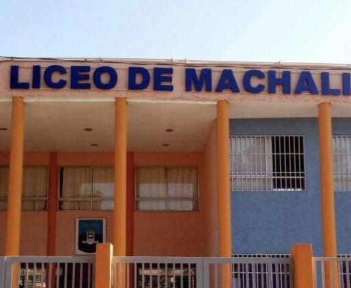Suspenden las clases en el Liceo de Machalí por rotura de matriz