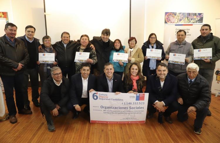 Pichilemu: Entregan recursos a organizaciones sociales de Cardenal Caro