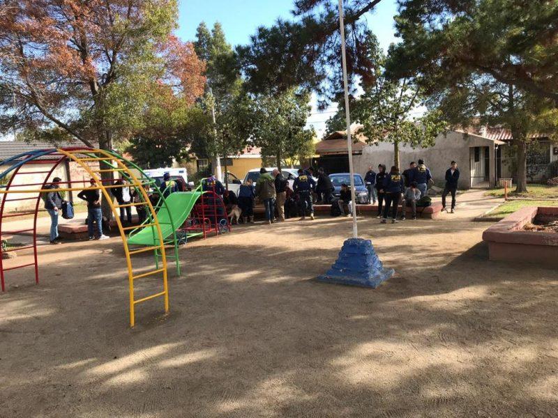 PDI detiene a jóvenes que vendían droga en las cercanías de centro de estudios