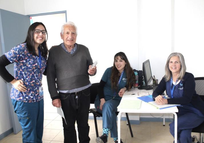 Machalí: adultos mayores se benefician con lentes para la presbicia