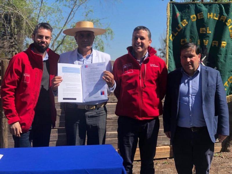 Nancagua: Intendente Masferrer y Seremi de Bienes Nacionales entregan título de Dominio a Club de Huasos El Olivar