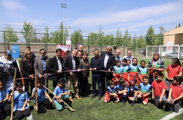 Requínoa: Gobierno Regional inauguró moderna cancha de pasto sintético para escuela municipal