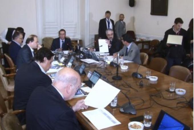 Comisión de Constitución del Senado da luz verde a proyecto que pone límite a la reelección de autoridades