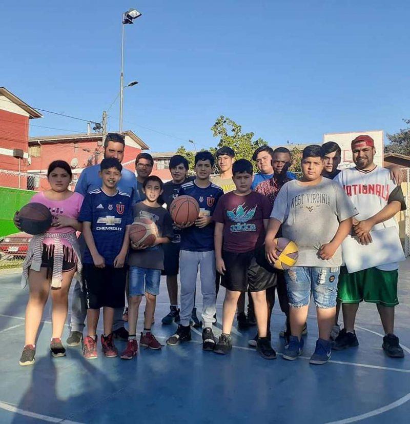 Taller de Básquetbol municipal reúne a pequeños de Población Algarrobo de Rancagua