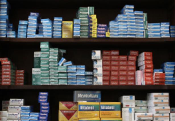 Ingresó al Congreso el Proyecto de Ley que busca bajar costo de medicamentos en farmacias comunales y pequeñas